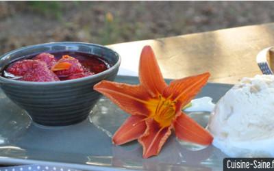 Recette bio : poêlée de fraises et framboises à l'hémérocalle
