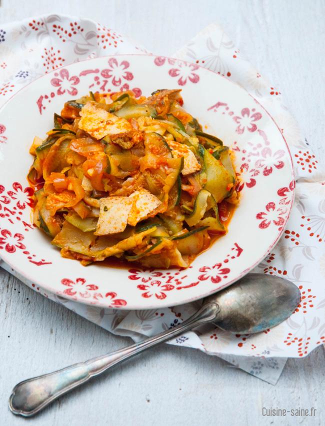 Recette sans gluten : wok de courgettes au tofu fumé